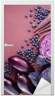 Naklejka na Drzwi Fioletowe owoce i warzywa