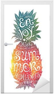 Jasne kolory rysowane ręcznie akwarela ananas sylwetka z grunge napis wewnątrz. Ciesz się wakacjami tropikalną podróż.