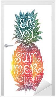 Naklejka na Drzwi Jasne kolory rysowane ręcznie akwarela ananas sylwetka z grunge napis wewnątrz. Ciesz się wakacjami tropikalną podróż.