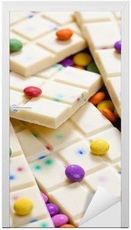 Naklejka na Drzwi Martwa natura z białą czekoladą z smarties