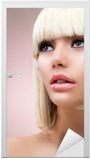 Naklejka na Drzwi Moda blond kobieta, portret. Blond Włosy
