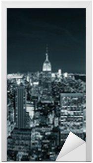 Naklejka na Drzwi New York City Manhattan skyline w nocy
