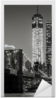 Naklejka na Drzwi Nowy Jork nocą. Brooklyn Bridge, Lower Manhattan - czarny