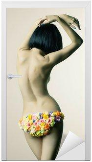 Pani w kwiatowym bikini
