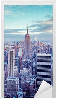 Naklejka na Drzwi Panoramę Nowego Jorku pod wieczornym niebie pastelowe