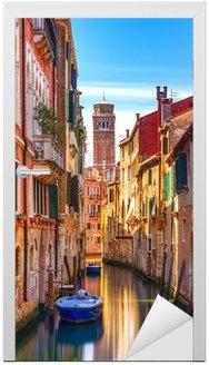 Naklejka na Drzwi Pejzaż Venice, kanał wodny, dzwonnica kościoła i tradycyjny