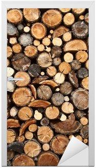Naklejka na Drzwi Stos posiekaną drewna na opał