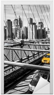 Naklejka na Drzwi Taxi cab przekroczeniu mostu Brooklynie w Nowym Jorku