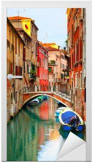 Naklejka na Drzwi Wąski kanał w Wenecji