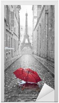 Naklejka na Drzwi Wieża Eiffla widok z ulicy w Paryżu
