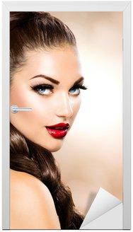 Naklejka na Drzwi Włosy Braid. Piękne kobiety z długo brązowe włosy zdrowe