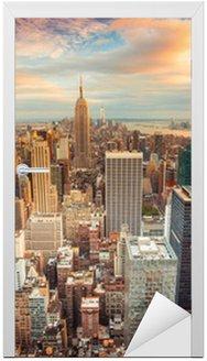 Naklejka na Drzwi Zachód słońca widok na Nowy Jork Midtown Manhattan, patrząc na