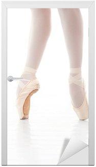 Naklejka na Drzwi Zdjęcie nogi piękna balerina podczas tańca baletowego