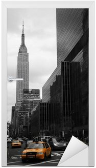 Naklejka na Drzwi Żółte taksówki na 35th Street, Manhattan, New York
