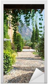 Naklejka na Drzwi Żwirowa ścieżka pieszo stylu Toskanii