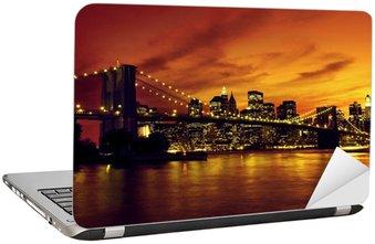 Naklejka na Laptopa Brooklyn Bridge i Manhattan na zachodzie słońca, New York