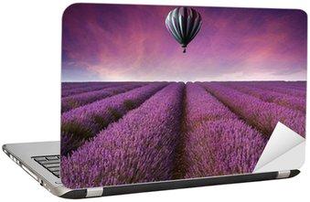 Naklejka na Laptopa Oszałamiająca Lawendowe pole sunset krajobraz lato z termoobiegiem bal