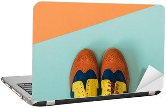 Naklejka na Laptopa Płaski lay zestaw mody: kolorowe vintage buty na kolorowym tle. Widok z góry.