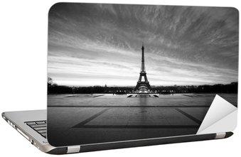 Naklejka na Laptopa Wieża Eiffla o świcie - czarno-biały
