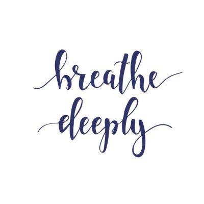 Naklejka na Ścianę Oddychaj głęboko. Koszulka ręcznie literami projektu kaligraficzne.