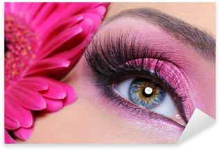 Naklejka Pixerstick Oko kobieta z różowy makijaż i kwiat