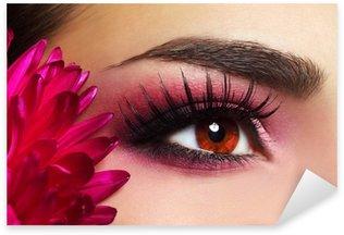 Naklejka Pixerstick Piękny makijaż oczu z Aster Kwiat