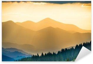 Naklejka Pixerstick Piękny zachód słońca w górach