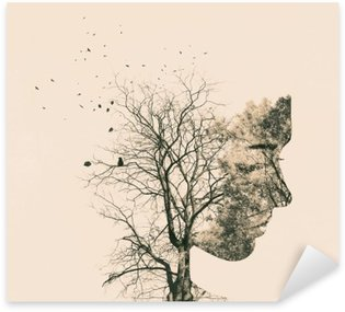 Naklejka Pixerstick Podwójny portret narażenia młodej kobiety i jesiennych drzew.
