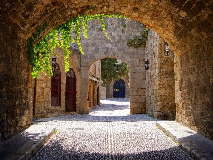 Naklejka Pixerstick Średniowieczne łukowe ulica na starym mieście w Rodos, Grecja - Style