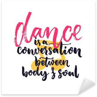 Naklejka Taniec jest rozmowa pomiędzy ciałem i duszą. Inspiracja cytat o tańcu. Tancerze sztuki klasy dekoracja ścienna z ręcznie drukiem