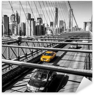Naklejka Taxi cab przekroczeniu mostu Brooklynie w Nowym Jorku