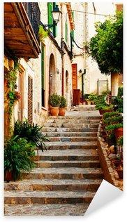 Naklejka Pixerstick Ulica w miejscowości Valldemossa na Majorce