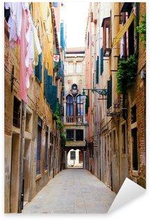 Naklejka Wenecja - Malownicze wąska ulica