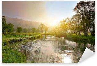 Naklejka Wschód słońca na smal rzeki z mgły
