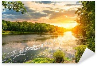 Naklejka Pixerstick Zachód słońca nad rzeką w lesie
