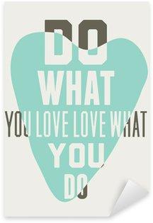 Nálepka Dělejte to, co máte rádi milovat to, co děláte. Pozadí modré srdce