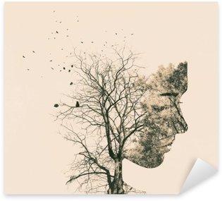 Nálepka Double expozice portrét mladé ženy a podzimní stromy.
