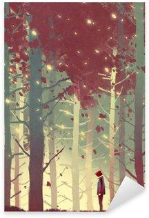 Nálepka Muž stojící v krásném lese s padající listí, ilustrace malba