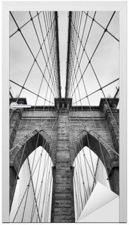Nálepka na Dveře Brooklyn Bridge New York City zblízka architektonický detail v nadčasové černé a bílé