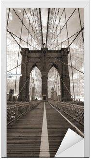 Nálepka na Dveře Brooklynský most v New Yorku. Sepia tón.