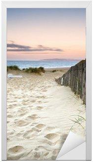 Nálepka na Dveře Travnatá písečné duny krajina při východu slunce