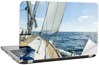Nálepka na Notebook Yacht plují v Atlantském oceánu v slunečný den plavby