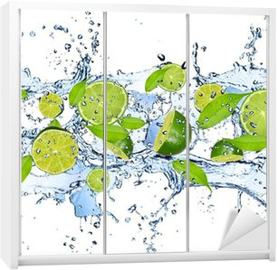 Nálepka na Skříň Čerstvé citrusy ve stříkající vodě, izolovaných na bílém pozadí