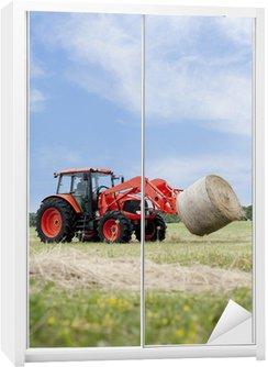 Nálepka na Skříň Traktory Hauling Round Bale
