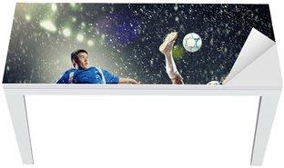 Nálepka na Stůl a Pracovní Stůl Dvě fotbalová hráči dopadají míče