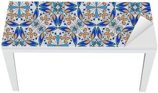 Nálepka na Stůl a Pracovní Stůl Jemné orientální barevný koberec nebo keramický ornament v oranžové a modré barvy s bílými křivkami na černém pozadí, vektorové symetrické geometrickými vzory