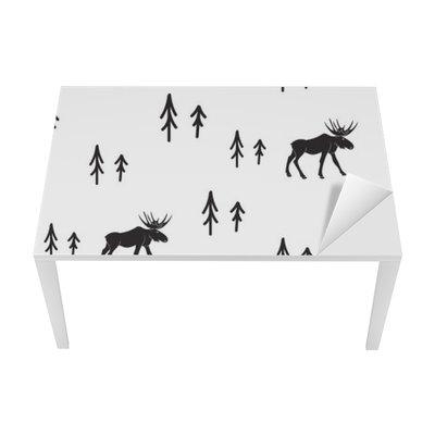 Nálepka na Stůl a Pracovní Stůl Scandinavian jednoduchý styl černé a bílé jeleny bezešvé vzor. Jeleni a borovice siluetu černobílý vzor.