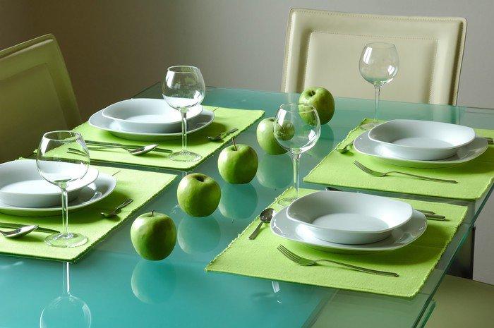 Obraz na Płótnie Nowoczesne fantazyjne nakrycie stołu dla czterech - Posiłki