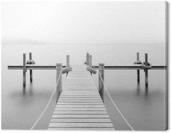 Obraz na Plátně Dřevěné molo na jezeře. Mlha. Dlouhé expozice. Černý a bílý.