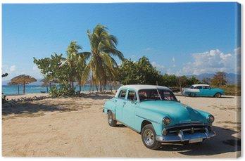 Obraz na Plátně Staré klasické auto na pláži Kuby